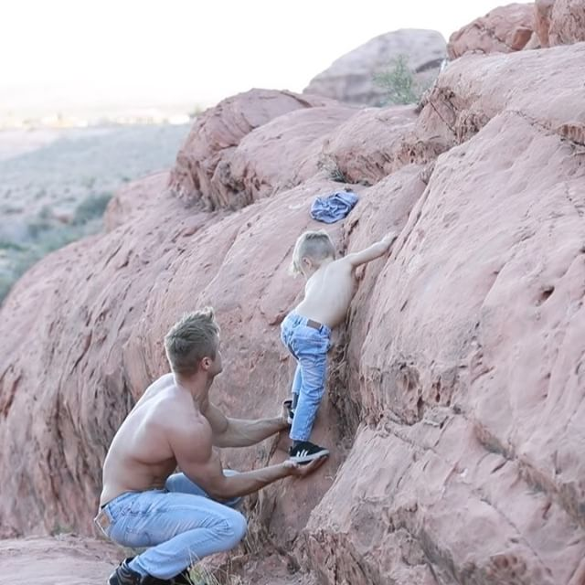 This Single Dad Works For Cirque du Soleil (25 pics)