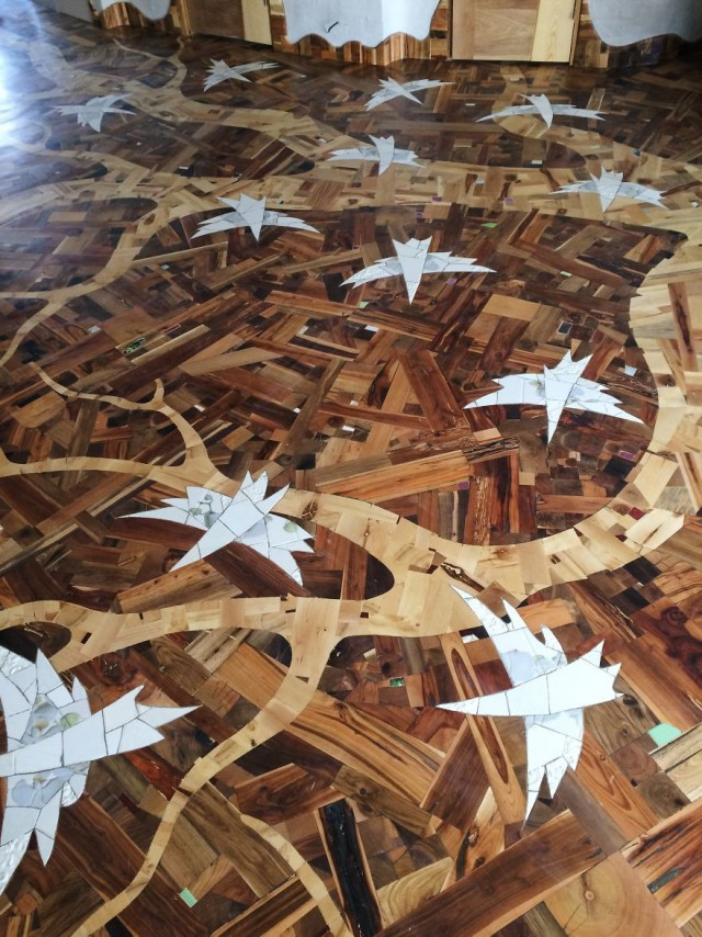 Insane Decorator Creates Stunning Wood Floor (14 pics)