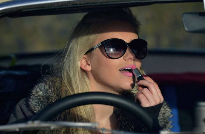 You Should Be Very Afraid When Girls Get Behind The Wheel (44 pics)