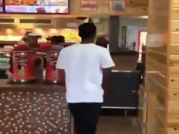 Guy Makes His Own Meal At Popeyes Because They Always Mess Up