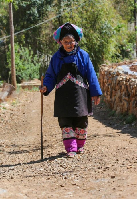 Chinese Women Who Walk With Deformed Feet (10 pics)