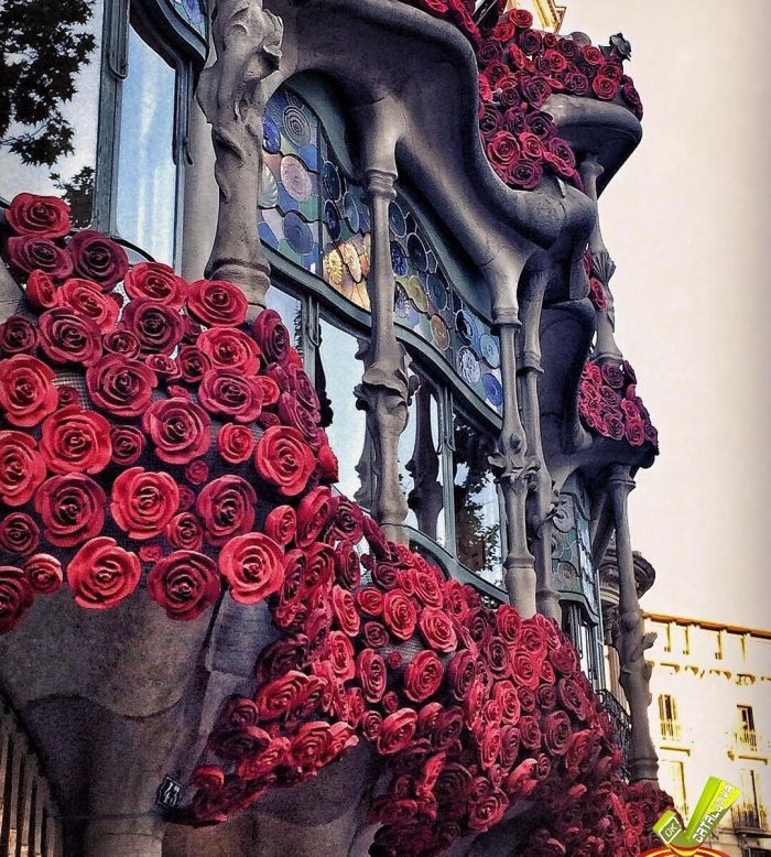 One Of The Most Famous Buildings In Barcelona Is Bleeding Roses (5 pics)