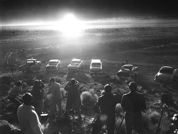 Chilling Photos From The Past Show Atomic Bomb Tests (5 pics)