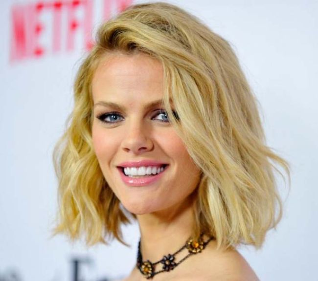 Brooklyn Decker With And Without Makeup (4 pics)