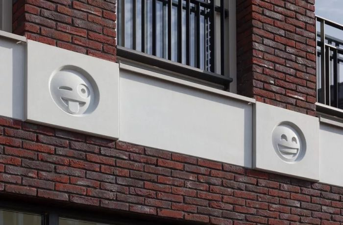It Looks Like Emojis Are The New Gargoyles (4 pics)