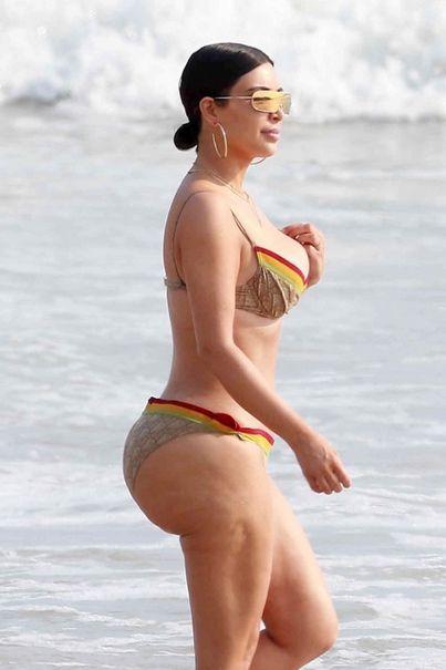 Kim Kardashian Shows Off Her Butt In A Bikini (6 pics)