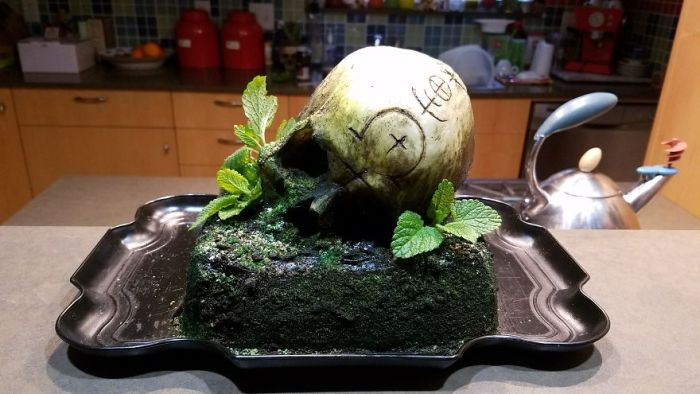 Baker Makes Incredible Skull Cake For Coworkers (12 pics)