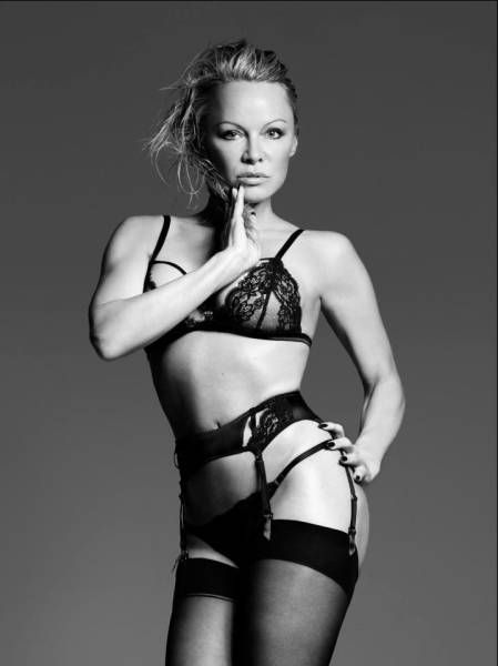 Pamela Anderson Is Still Eye Candy At 49 Years Old (8 pics)