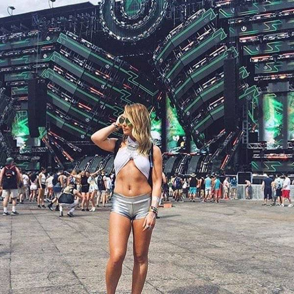 Sexy Raver Girls Know How To Party (25 pics)