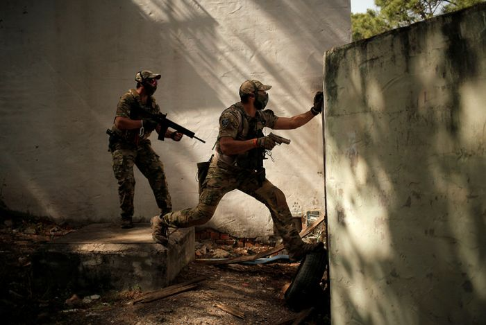 Airsoft Games Can Get Intense (15 pics)