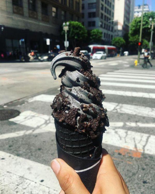 Black Ice Cream Has Finally Arrived (20 pics)