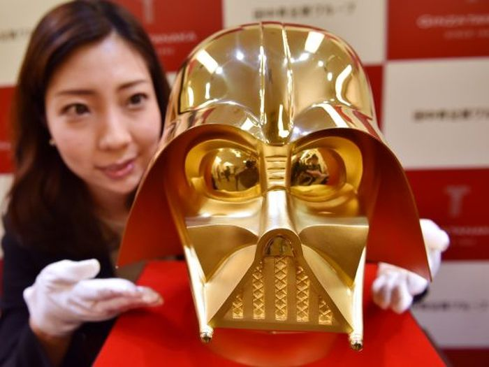 A Gold Darth Vader Mask Is For Sale In Japan (3 pics)