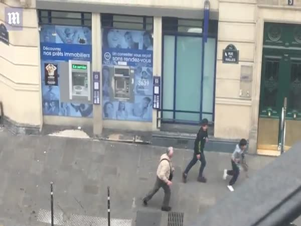 Pensioner Chases Off Gang Of Child Thieves At Paris ATM