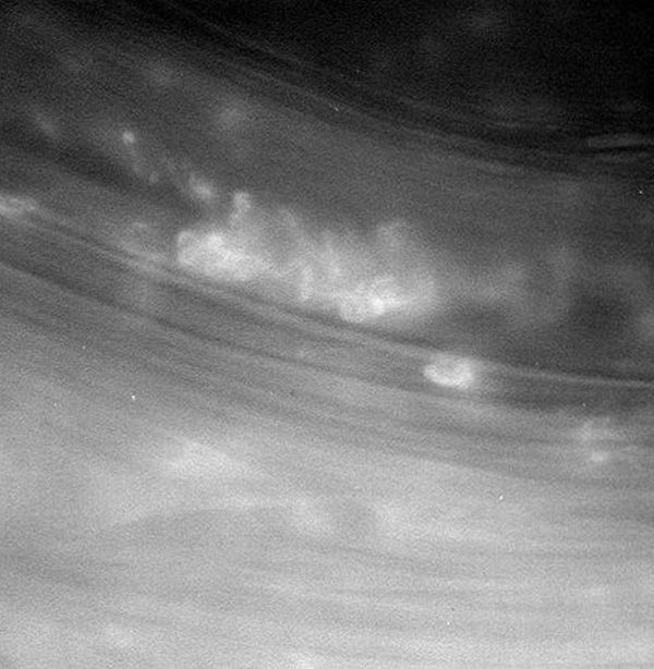 Cassini Takes Incredible Photos Of Saturn's Rings (2 pics)
