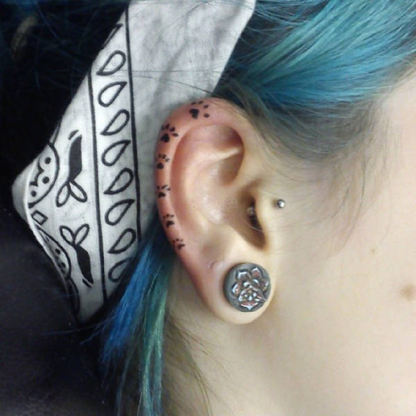 The Helix Tattoo Trend Is Starting To Catch On (35 pics)