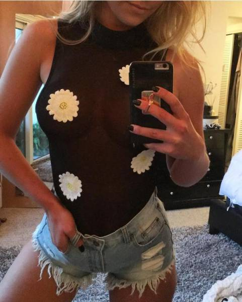 Mesh Clothing Is Completely Mesmerizing (26 pics)