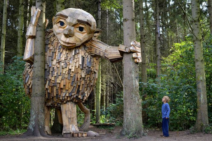 Artist Creates Incredible Sculptures From Recycled Wood (17 pics)