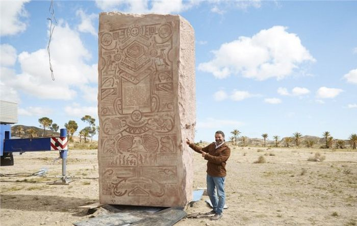Americans Bury Memes In The Desert For Future Descendants (7 pics)