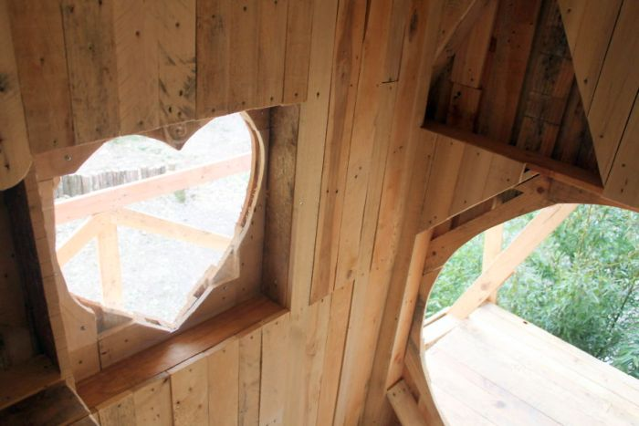 Old Wooden Pallets Get Turned Into A Castle For A Princess (15 pics)