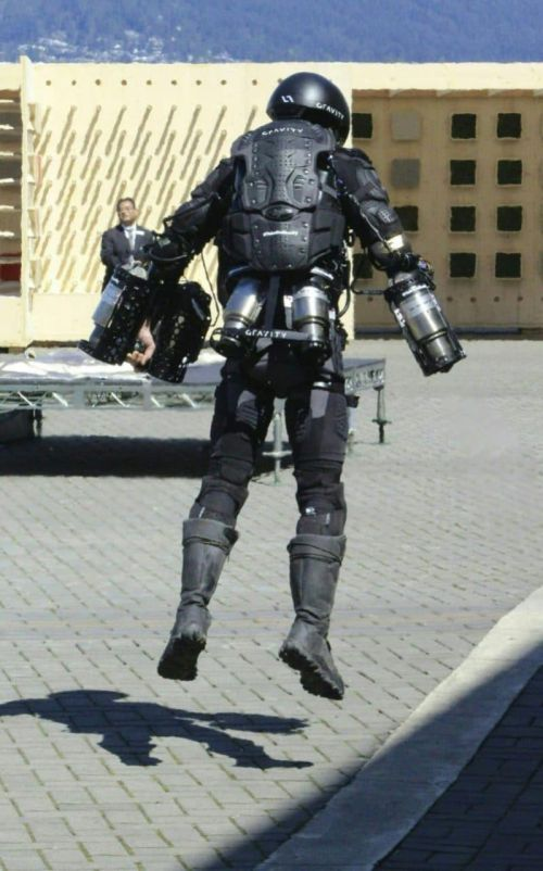 Inventor Shows Off Incredible Real Life Iron Man Suit (3 pics + video)