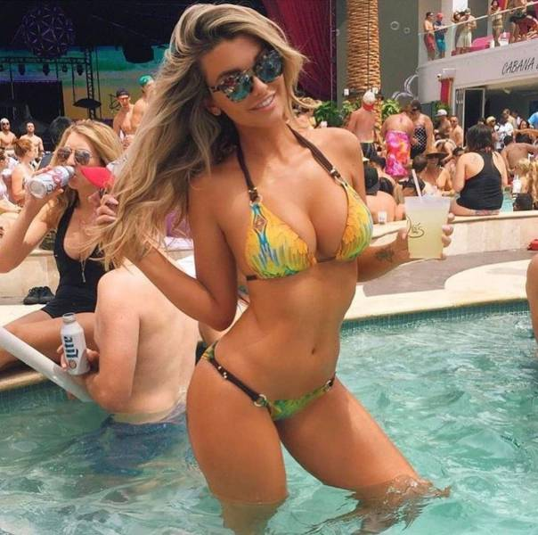 Bikinis Are Just One Reason Why Summer Is Awesome (32 pics)