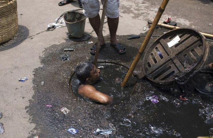 Bangladesh Sewer Cleaner Has The Worst Job In The World (8 pics)