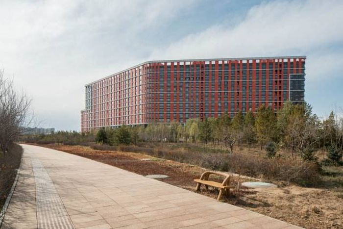 Take A Walk Through The Biggest Ghost Town In The World (20 pics)