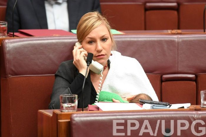 Larissa Waters Becomes First Woman To Breastfeed In Australia's Parliament (4 pics)