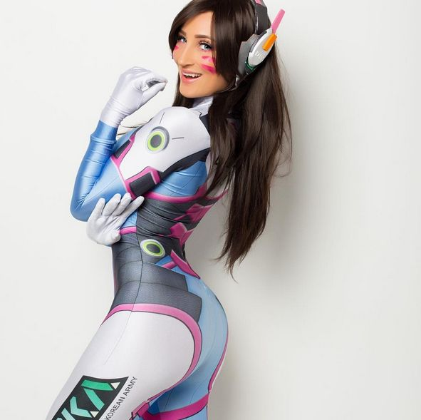 Holly Wolf Is One Of The Hottest Cosplayers On The Planet (20 pics)
