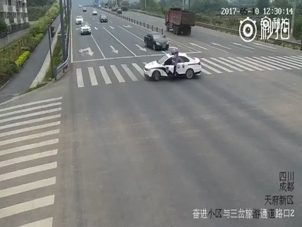 Police Officer Helps An Old Man