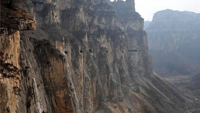 Global Travelers Are Astonished By China's Hand Chiseled Hanging Highway (6 pics)