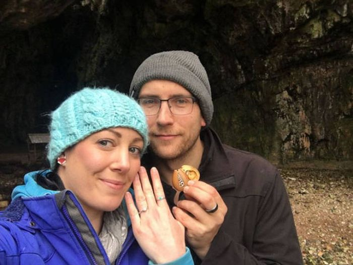Guy Finds A Clever Way To Propose To His Woman (7 pics)