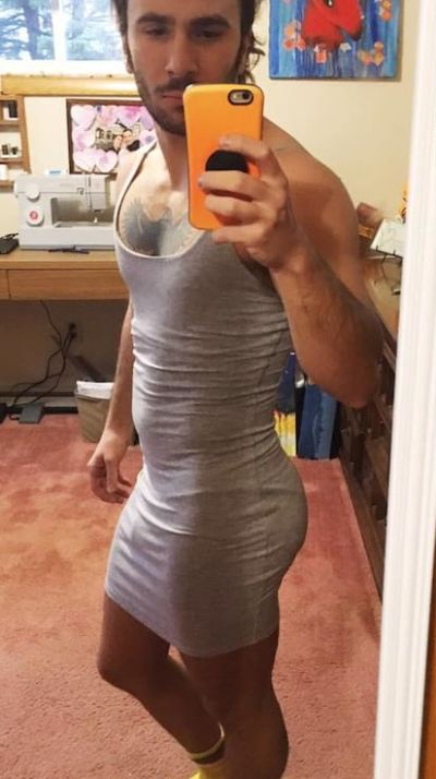 Guy Orders A Muscle Shirt But Gets A Dress Instead (2 pics)