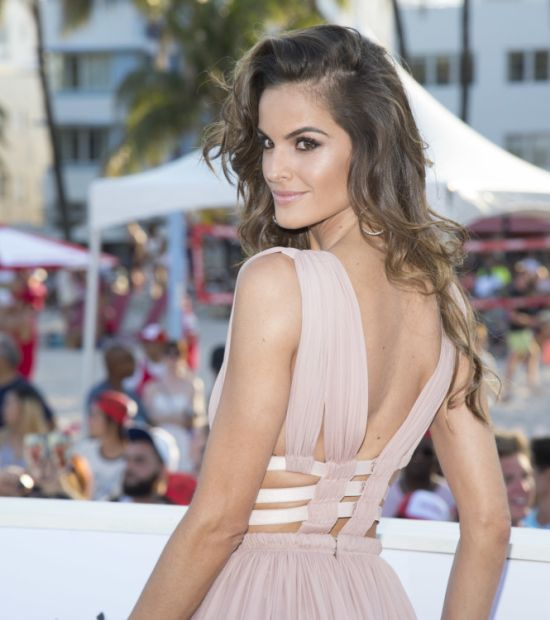 Wind Exposes Victoria's Secret Angel Isabelle Goulart At The Baywatch Premiere (5 pics)