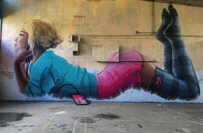 Street Art That's On The Verge Of Hooliganism (18 pics)