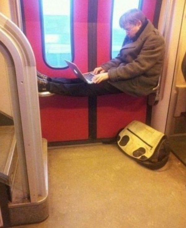 This Is Not What Comfort Looks Like (18 pics)