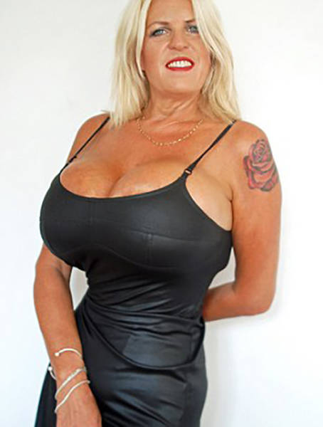 Britains Bustiest Woman Cant Stop Enlarging Her Breasts -8107
