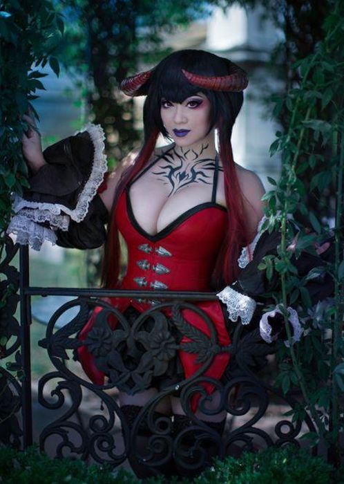 Yaya Han Makes Some Of The Best Cosplays In The World (13 pics)