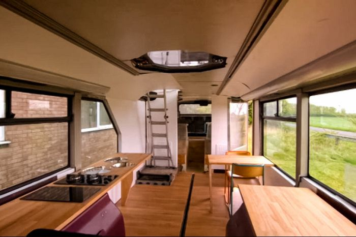 Inventor Builds His Family An Awesome Home On A Double Decker Bus (8 pics)