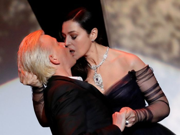 Monica Bellucci Shares A Steamy Kiss With A French Comedian (7 pics + video)