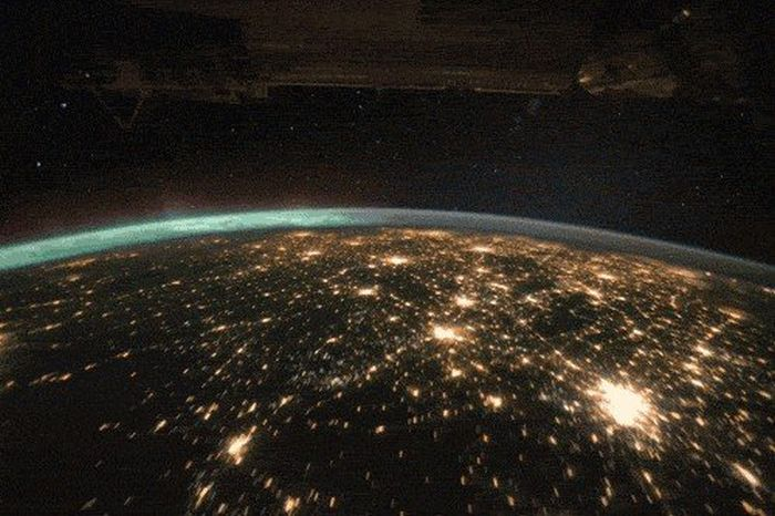 Space Can Only Be Described As Infinitely Amazing (14 gifs)