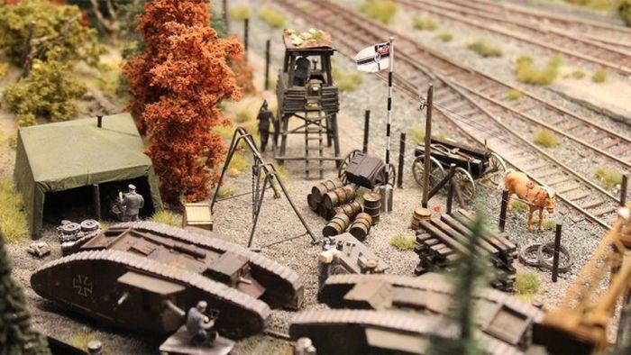 Impressive Diorama Of German Railway Station (46 pics)