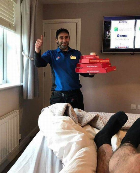 Hungover Guy Gives Perfect Pizza Delivery Instructions (2 pics)