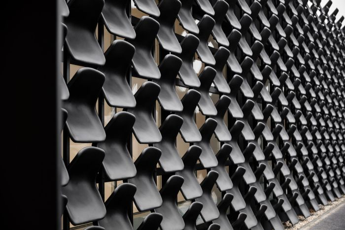 Architecture Firm Uses 900 Plastic Chairs To Build Czech Furniture Showroom (3 pics)