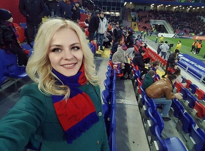 Russian Football Fans Are Hotter Than The Average Fan (36 pics)