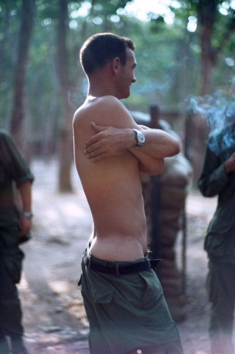 Photos That Show The Daily Life Of A Vietnam War Veteran (28 pics)