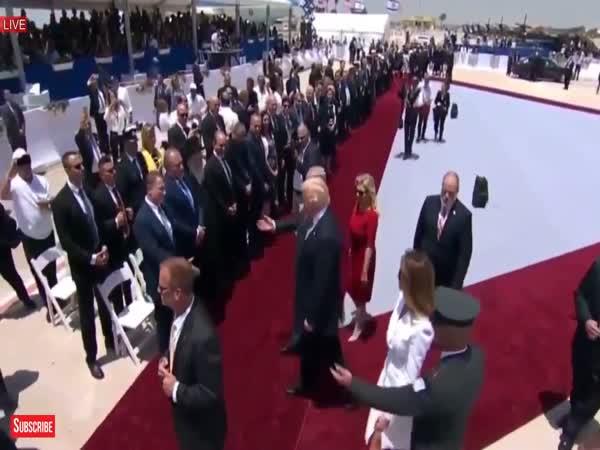 Melania Trump Refused To Hold Donald Trumps Hand