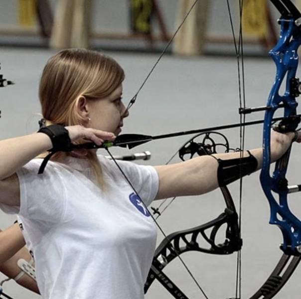 These Sexy Archery Girls Will Pierce Your Heart (40 pics)