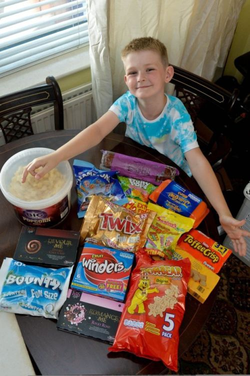 Generous Child Shows Off The Kindness Of His Heart (4 pics)