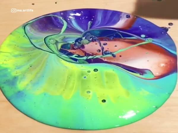 This Fluid Art Looks Amazing